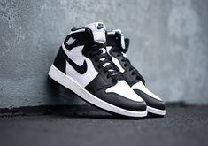 air jordan black and white